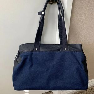 Lululemon Om the Day Weekender bag